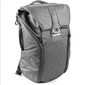 NWT‼️Peak Design everyday backpack 30l charcoal